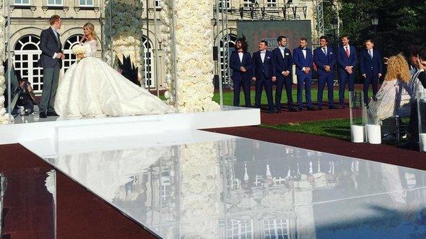 Жена Никиты Преснякова сменила три наряда на свадьбе