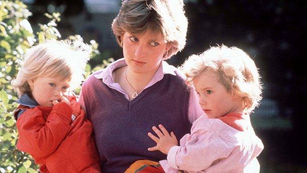 20 лет без Дианы: смотрите редкие семейные фото принцессы
