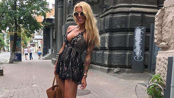 Украинская телеведущая вышла в свет в прозрачном платье без белья