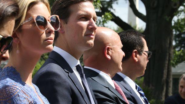 Иванка Трамп появилась на пресс-конференции у Белого дома в эффектном наряде за 900 долларов
