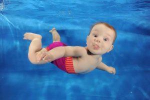 Плавание для маленьких детей: польза
