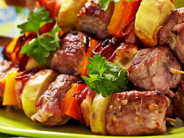 Шашлык: всегда актуальное, вкусное и популярное блюдо