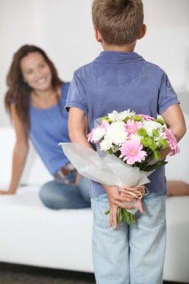 Какие цветы подарить маме на День матери?