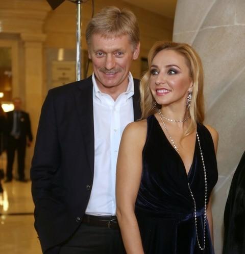 Медленный танец под выступление Эмина и торт с коньками: вечеринка в честь Дмитрия Пескова