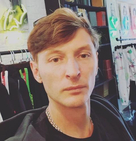 Павла Волю заметили в компании несовершеннолетней эскортницы