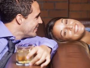 Как понять, что девушка тебя любит: признаки
