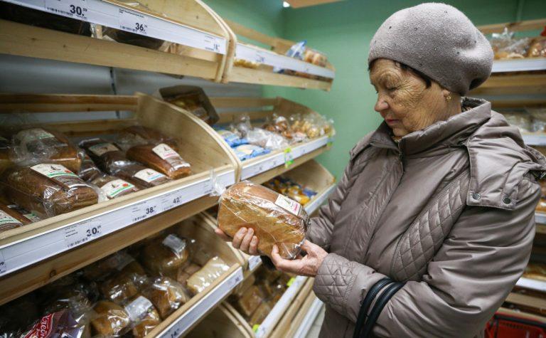 Минпромторг предложил переводить нуждающимся россиянам деньги на продукты