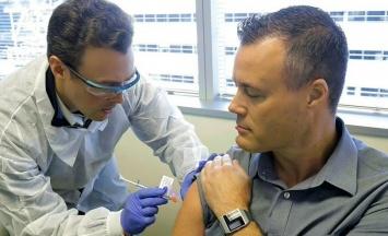 В испанском доме престарелых выявили вспышку COVID после прививки Pfizer